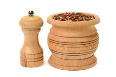 Различные виды перца и peppermill изолированных на белизне Стоковое Изображение