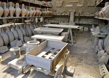 Различные выкопенные экскаватором артефакты Pompeiian Стоковое Изображение RF