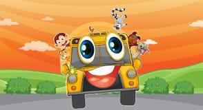 Различные животные в школьном автобусе Стоковые Фотографии RF