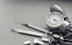 Различные инструменты медицинской предпосылки Стоковое Фото