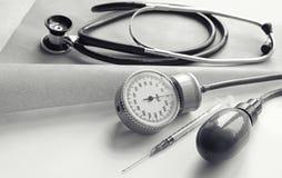 Различные инструменты медицинской предпосылки Стоковые Фото