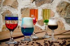 Различные коктейли с другими цветами стоковая фотография