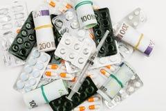 Различные лекарства и таблетки в пакетах волдыря, обработке и медицинских рецептах стоковое изображение rf