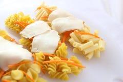 Различные макаронные изделия на белой плите Стоковые Фото