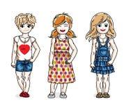 Различные милые маленькие девочки стоя нося вскользь одежды Комплект вектора красивых иллюстраций детей Детство и семья бесплатная иллюстрация