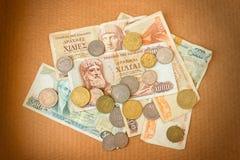 Различные монетки старой греческой драхмы Ассортимент монеток 100, тысячи, 50, 20, 10 и 5 драхм стоковое изображение rf