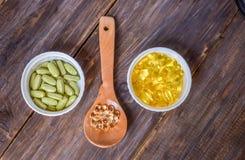 Различные пищевые добавки на деревянной предпосылке стоковое фото rf