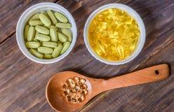 Различные пищевые добавки на деревянной предпосылке стоковая фотография