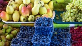 Различные плодоовощи на испанском счетчике рынка Стоковое Фото