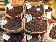 Различные разнообразия кофе в базаре Стоковое Фото