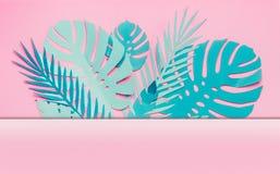 Различные рамка или граница листьев сини бирюзы тропические с космосом экземпляра для вашего дизайна на пастельной розовой предпо стоковое изображение