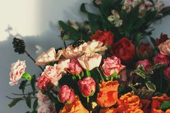 Различные цветки в предпосылке букета Стоковые Фото