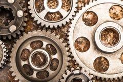 Различные части и аксессуары автомобиля, на предпосылке металла - изображении стоковые фото