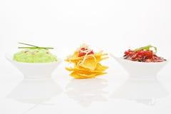различные dips изолировали nachos Стоковые Фото