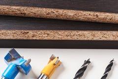 Различный вид бурового наконечника на деревянной предпосылке стоковые изображения rf