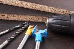 Различный вид бурового наконечника на деревянной предпосылке стоковые фотографии rf