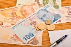 Различный вид спереди и монетка банкнот турецкой лиры стоковая фотография rf