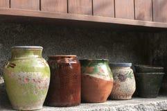 Различный керамический крупный план баков стоковые фотографии rf