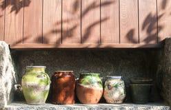 Различный керамический крупный план баков стоковое изображение