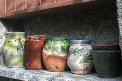 Различный керамический крупный план баков стоковая фотография