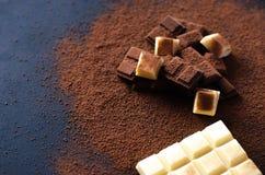 Различный красивый шоколад на черной предпосылке стоковая фотография