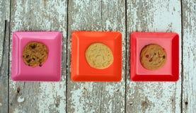 Различный покрашенный квадрат 3 с плитами с печеньями Стоковое фото RF