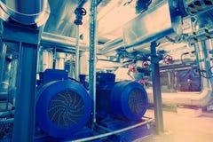 различный размер и форменные трубы, клапаны и насосы стоковые изображения rf