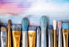 Различный художник чистит взгляд щеткой конца-вверх Стоковое Фото
