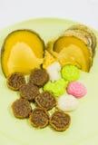 Различный цветастый тайский десерт на зеленой плите Стоковые Изображения