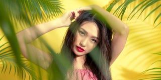 Размер знамени Модель красоты портрета сексуальная азиатская в обмундировании o лета Стоковые Изображения RF