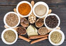 размер цветастых трав шаров добавок естественный spices вертикаль Стоковая Фотография