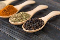 размер цветастых трав шаров добавок естественный spices вертикаль Стоковая Фотография RF