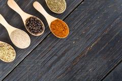 размер цветастых трав шаров добавок естественный spices вертикаль Стоковые Изображения RF