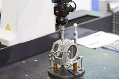 Размер цилиндра осмотра автомобильный головной Стоковое фото RF