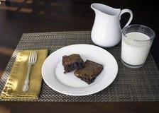 Размещение с закуской и молоком стоковое фото rf
