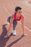 Разминка девушки спорта тренировка Фитнес здоровье Маленькая девочка на st Стоковые Фото