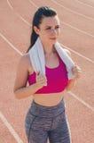 Разминка девушки спорта тренировка Фитнес здоровье Маленькая девочка с Стоковое фото RF