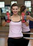 разминка женщины dumbell s Стоковые Фотографии RF