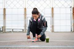 Разминка фитнеса и концепция здорового питания стоковая фотография