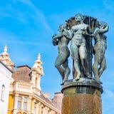 Размышляйте фонтан и статуя нагих женщин на Ul Святого концертного зала Стоковые Фотографии RF