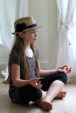 Размышлять девушки Стоковая Фотография RF