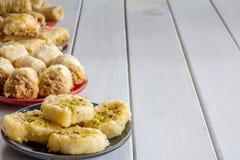 Разнообразие бахлавы на плитах Стоковая Фотография