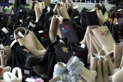 Разнообразие ботинки войлока для продажи Стоковые Изображения RF