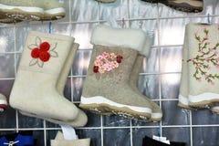 Разнообразие ботинки войлока для продажи Стоковые Фото