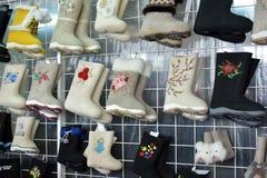 Разнообразие ботинки войлока для продажи Стоковое Изображение RF