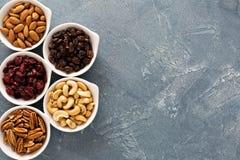 Разнообразие гаек и высушенных плодоовощей в малых шарах Стоковые Фотографии RF