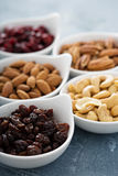 Разнообразие гаек и высушенных плодоовощей в малых шарах Стоковые Изображения RF