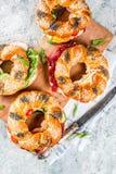 Разнообразие домодельных сандвичей бейгл с сезамом и маковым семененем Стоковое Изображение RF