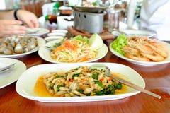 Разнообразие еды на таблице от взгляда со стороны Стоковые Изображения RF
