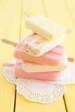 Разнообразие замороженных popsicles Стоковая Фотография RF